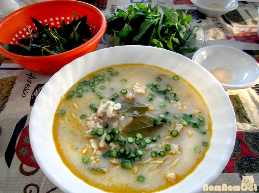 Kanom jeen nam ya (Thai fish curry)
