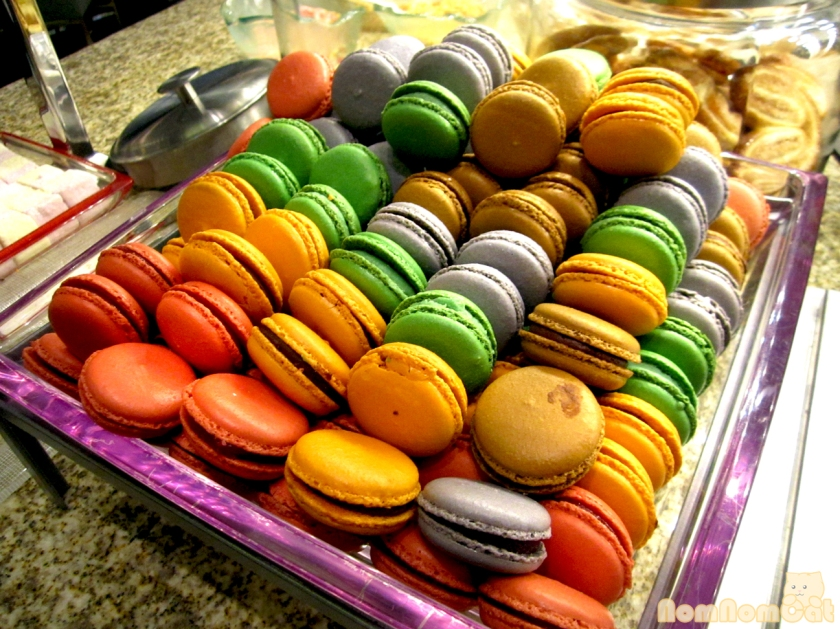 Rainbow of macarons!