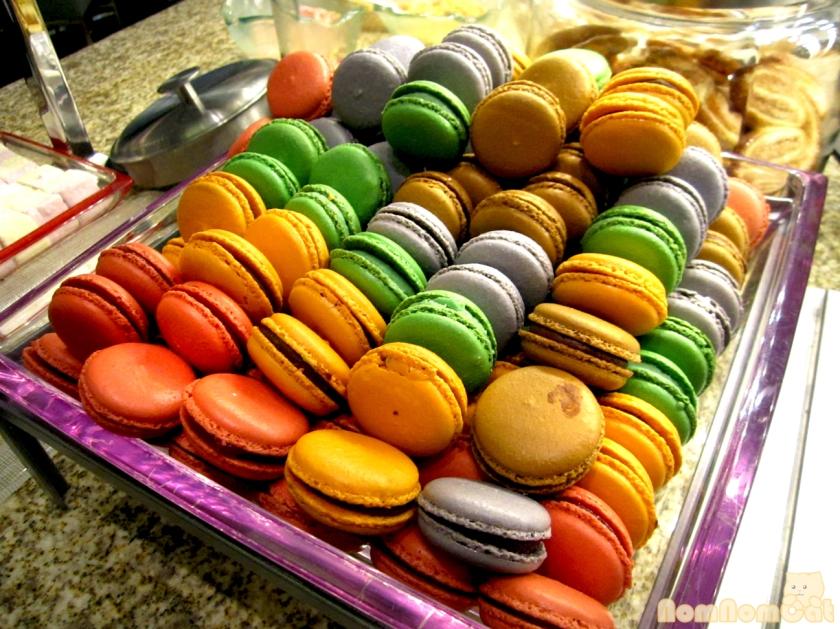 Rainbow of macarons!