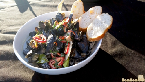 Thai Green Curry Coconut Steamed Mussels